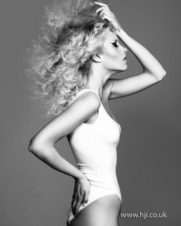 2012 blonde wispy waves hair