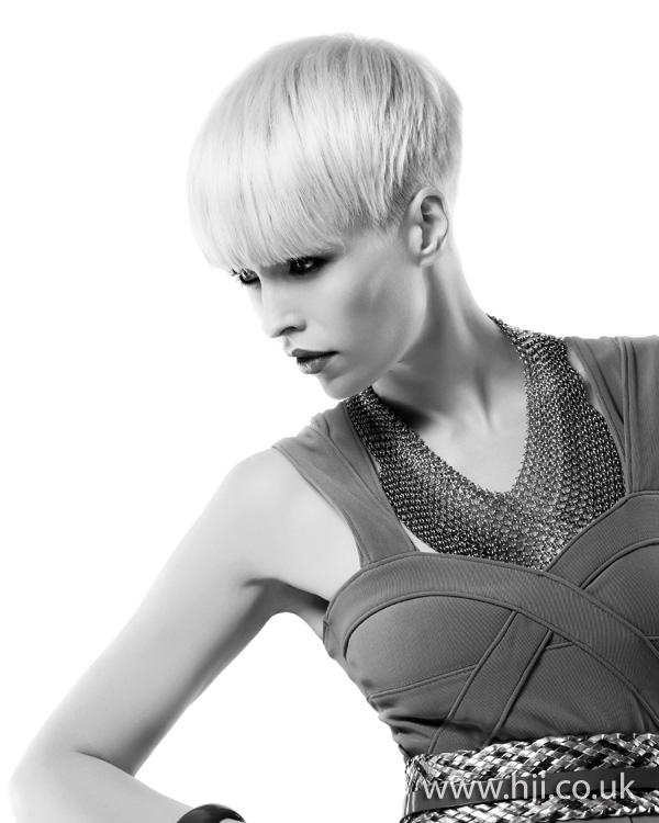 2012 platinum blonde short fringe hairstyle