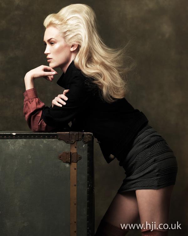 2012 platinum blonde volume hairstyle