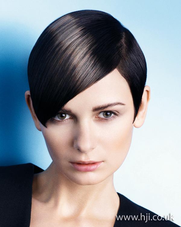 2012 short brunette side swept womens hairstyle