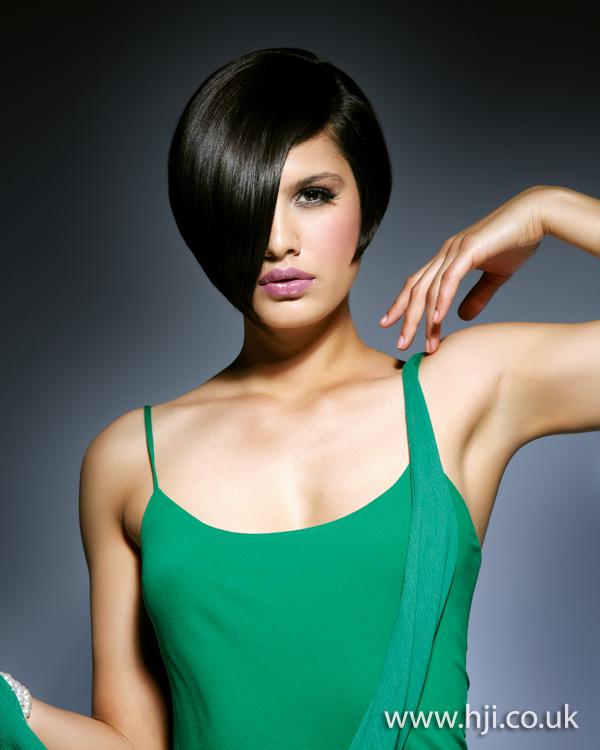 2012 sleek brunette fringe short womens hairstyle