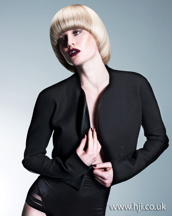 2012 smooth blonde womens short hairstyle