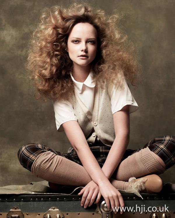 2012 voluminous curls womens hairstyle1