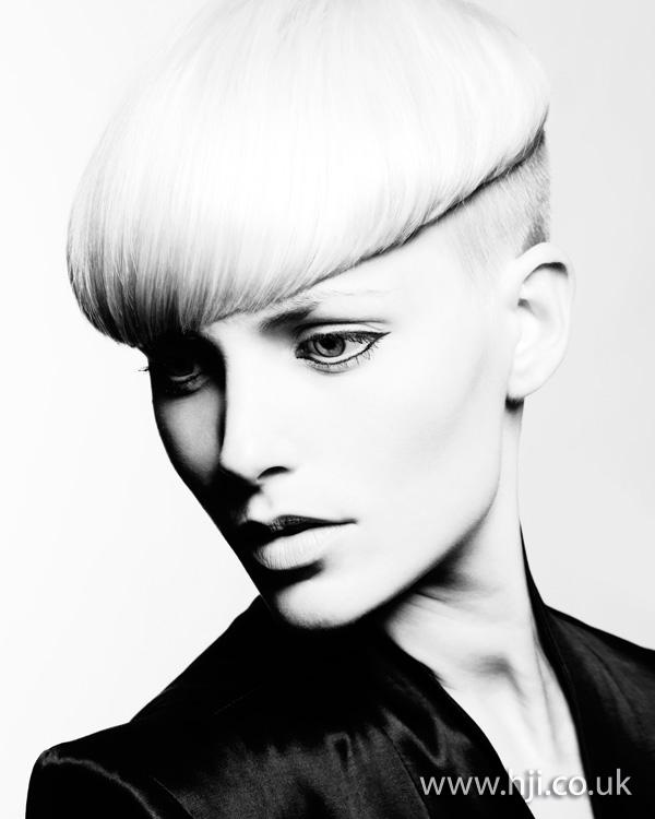 2012 womens blonde short hairstyle