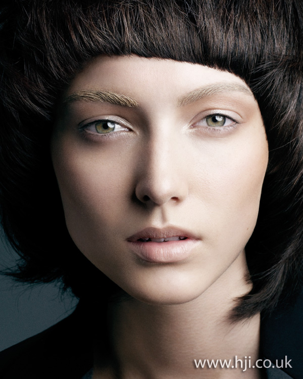 2012 womens curved fringe hairstyle