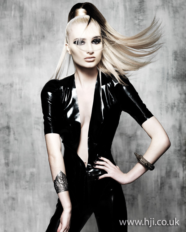 2012 womens hairstyle blonde ponytail