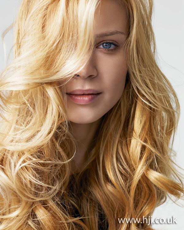 2012 womens long blonde wavy hair