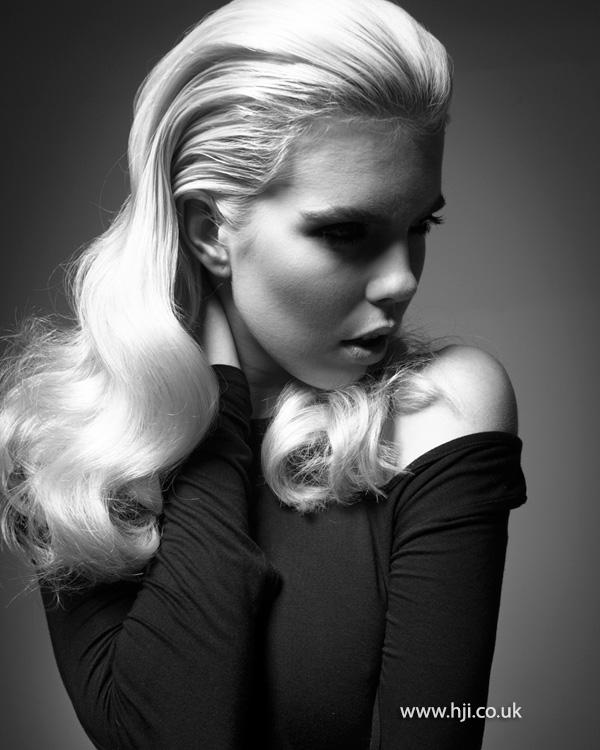 2013 blonde wave hairstyle