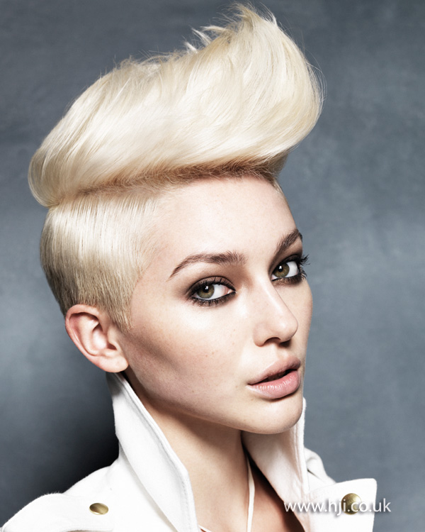 2013 blonde female quiff