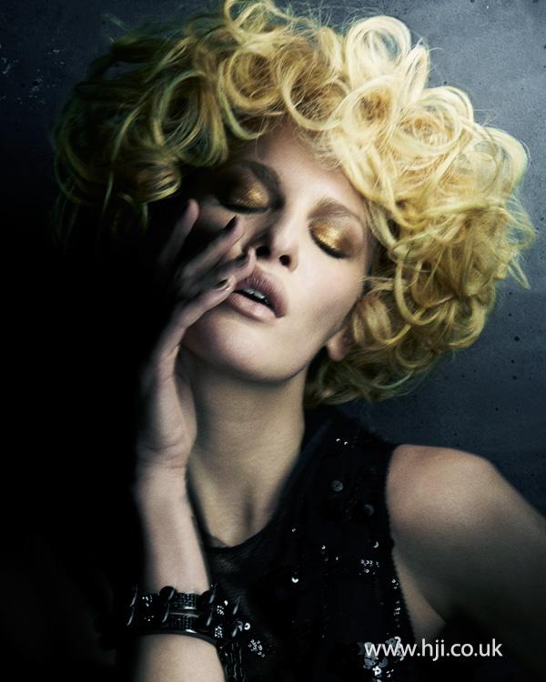 2015 tight big blonde curls