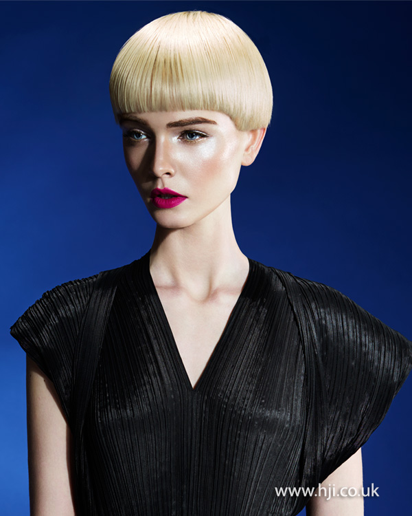 2015 blonde pageboy hairstyle with fringe