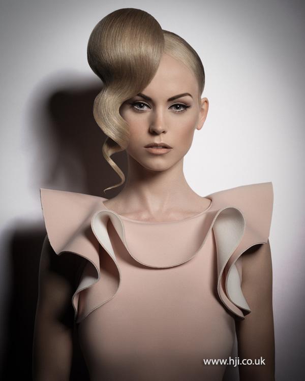 blonde wavy high ponytail hairstyle