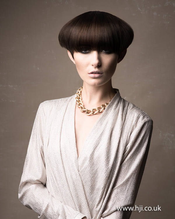 2015 exaggerated pageboy hairstyle