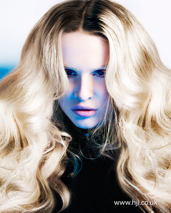 Voluminous blonde waves with brown root stretch by Marcus King