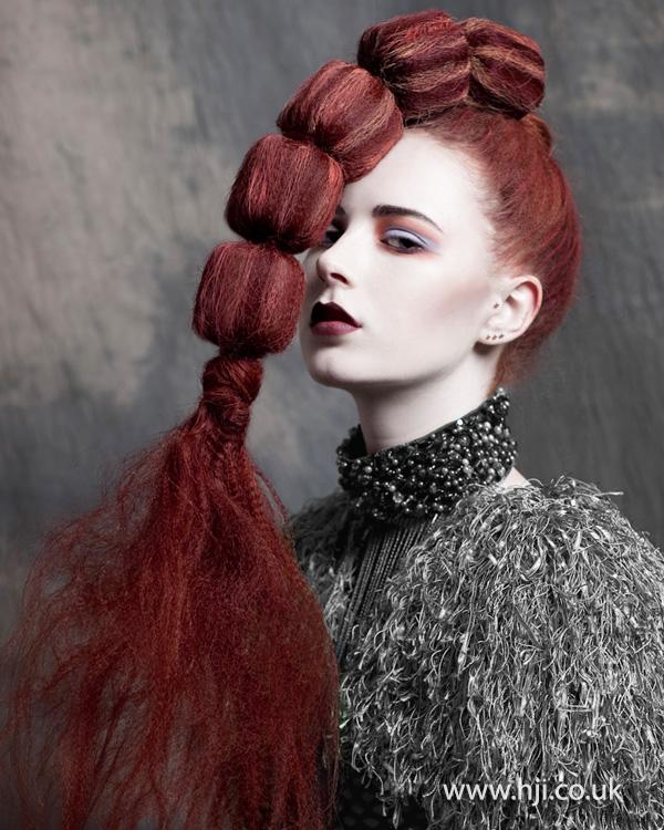 Statement ponytail by Ria Kulik
