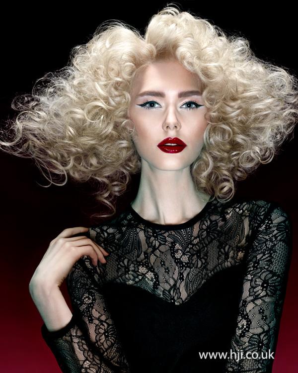 Tight blonde curls by Steven Smart