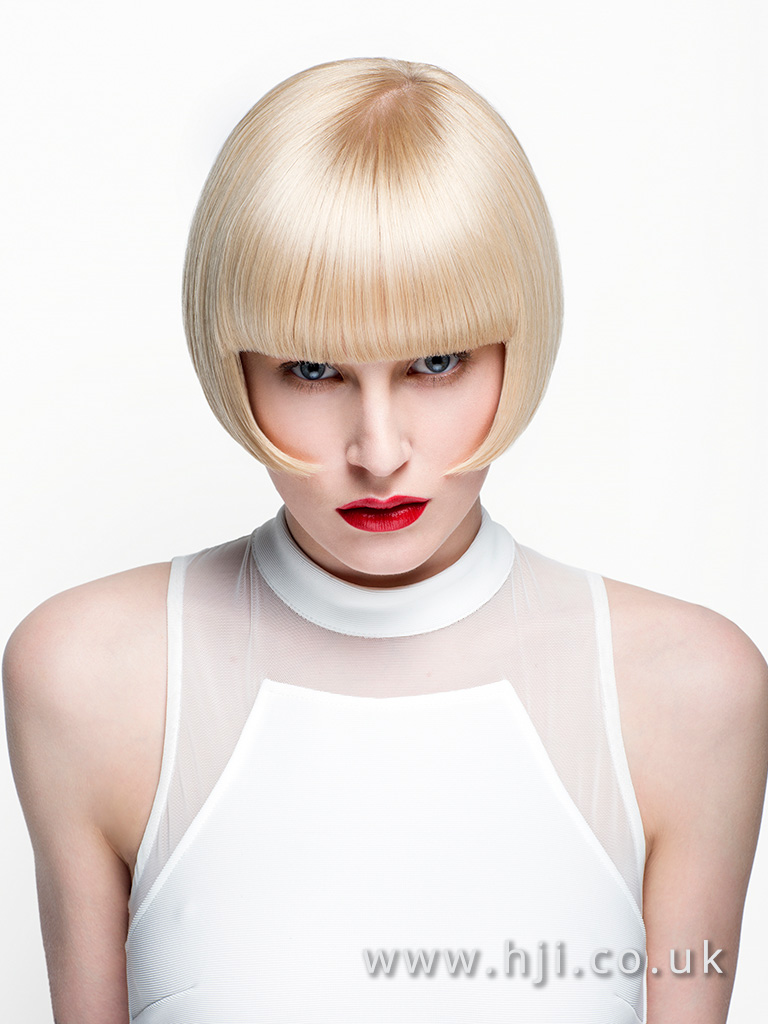 2016 warm beige blonde box bob with rounded frame and blunt fringe