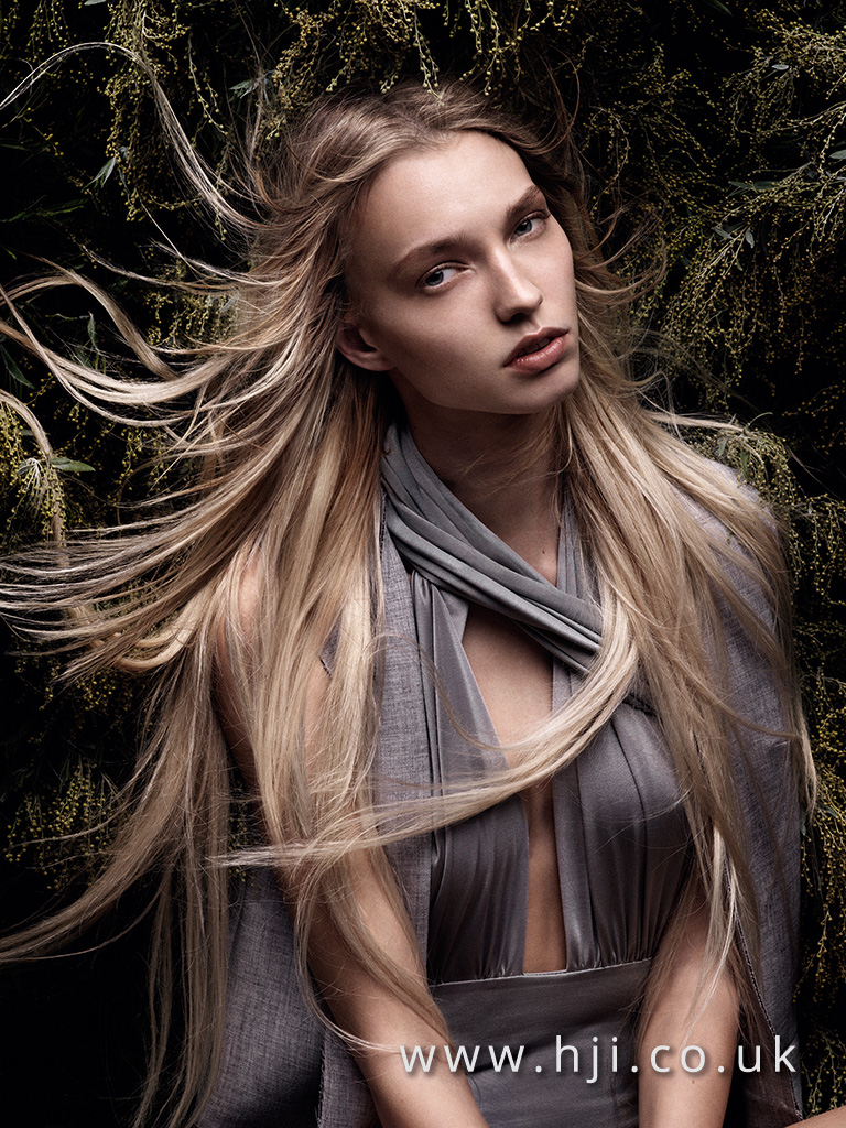 2016 long blonde glossy center parting hairstyle
