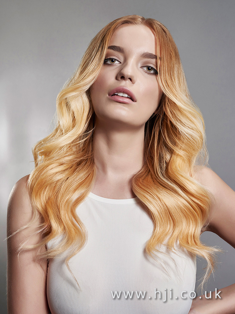 2016 Warm ombr blonde long style with voluminous waves