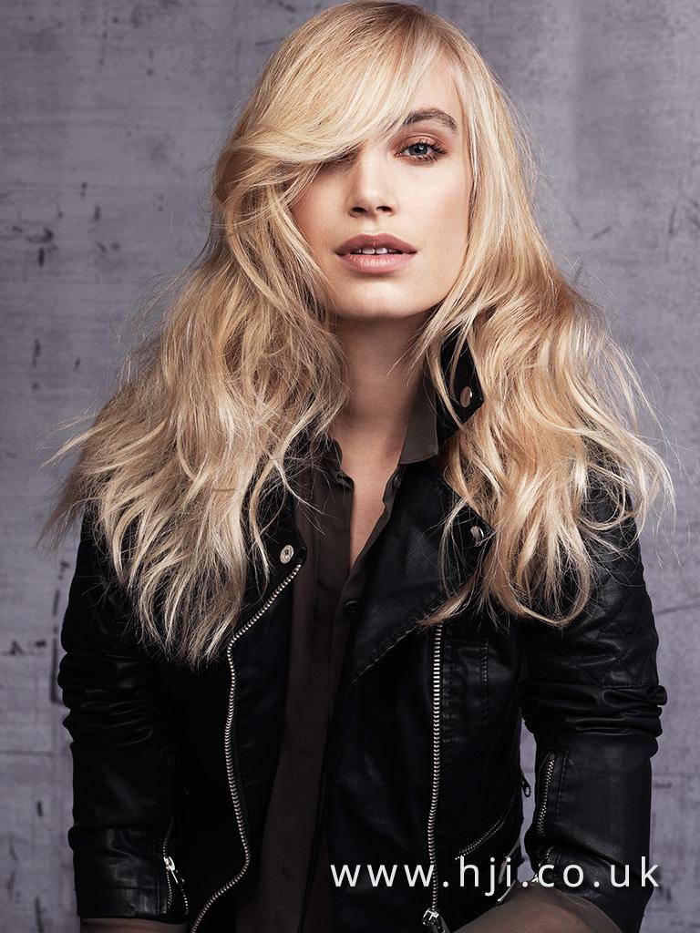 2016 Wavy long blonde hairstyle with soft fringe
