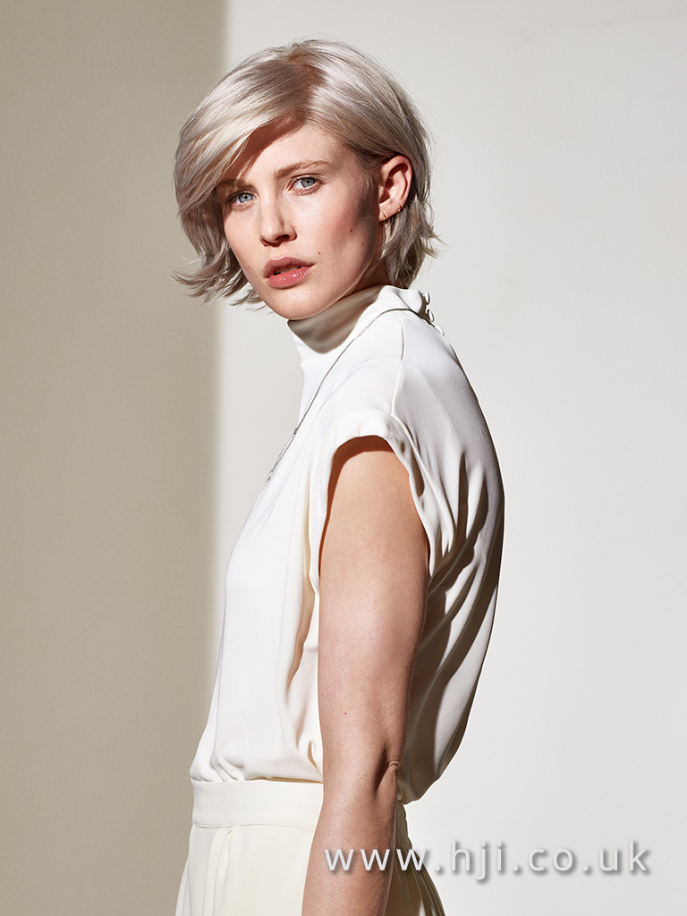 2016 Glossy platinum blonde bob with parting