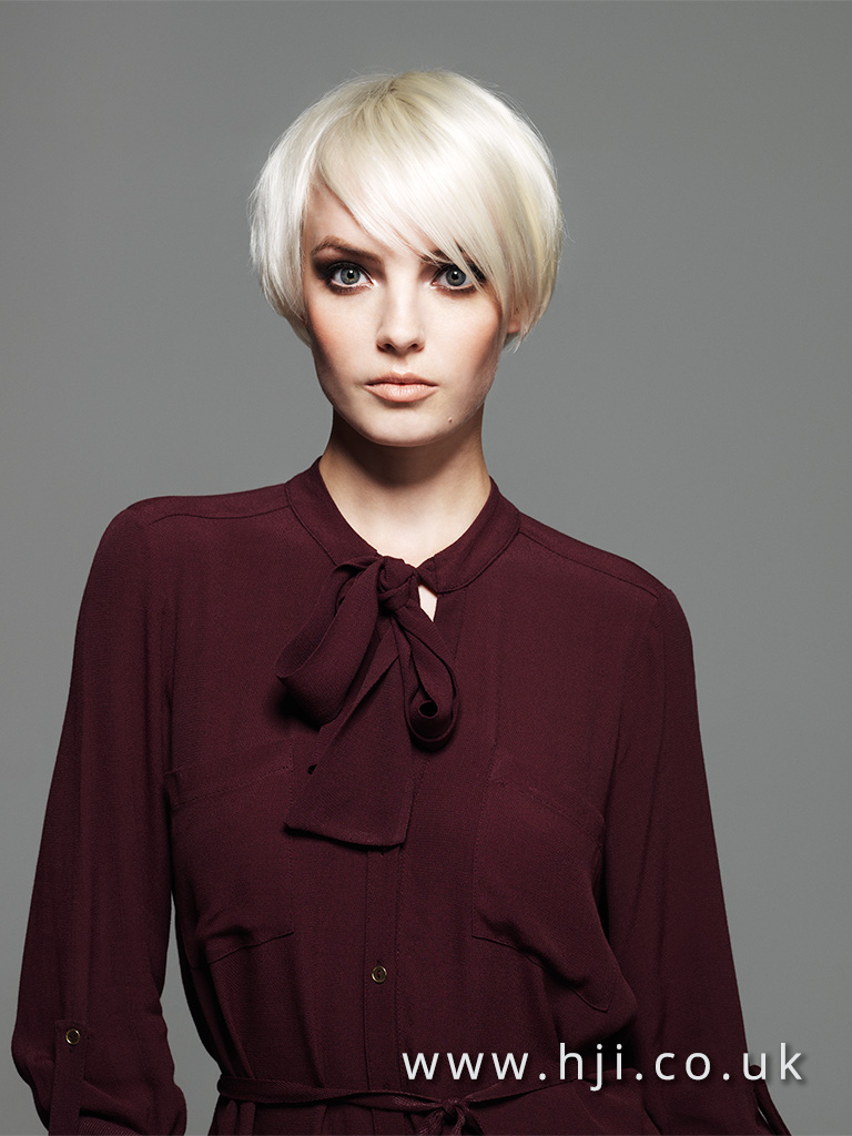 2016 neat platinum blonde cropped bob hairstyle with wide side parting