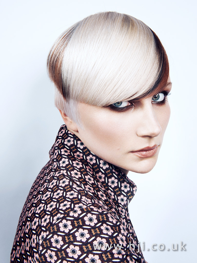 2016 platinum blonde cropped hairstyle with parting and fringe