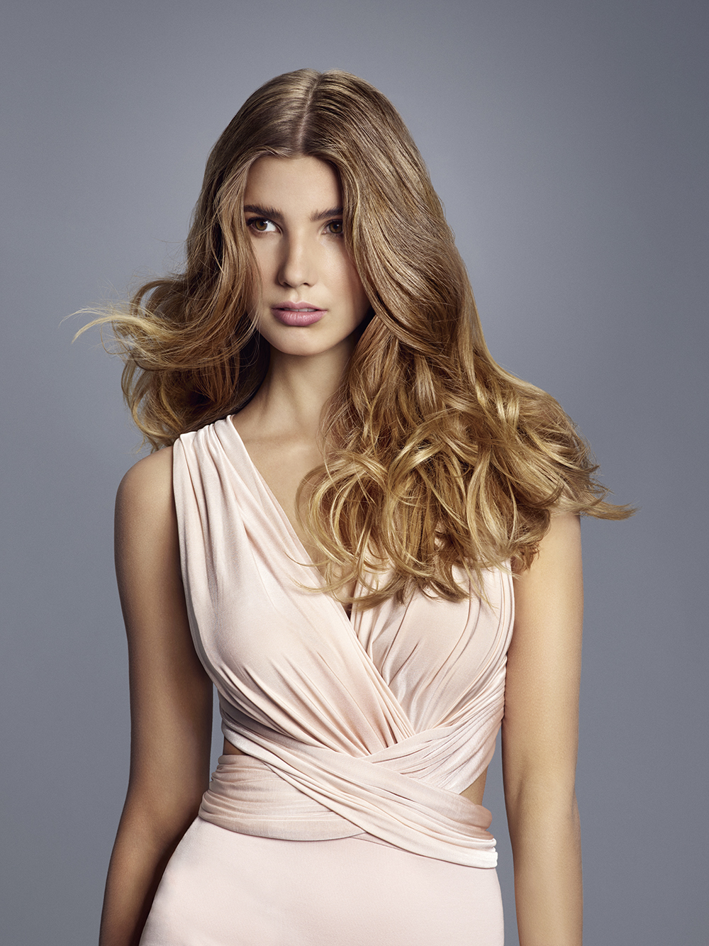 Gorgeous bronde long wavy hairstyle