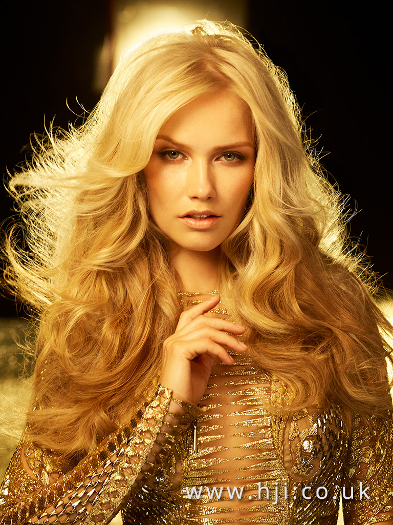 Long glamorous blonde waves