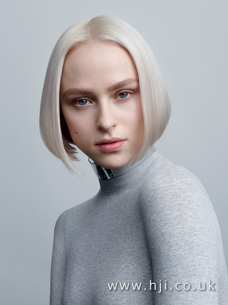 2017 platinum blonde short bob hairstyle with centre parting