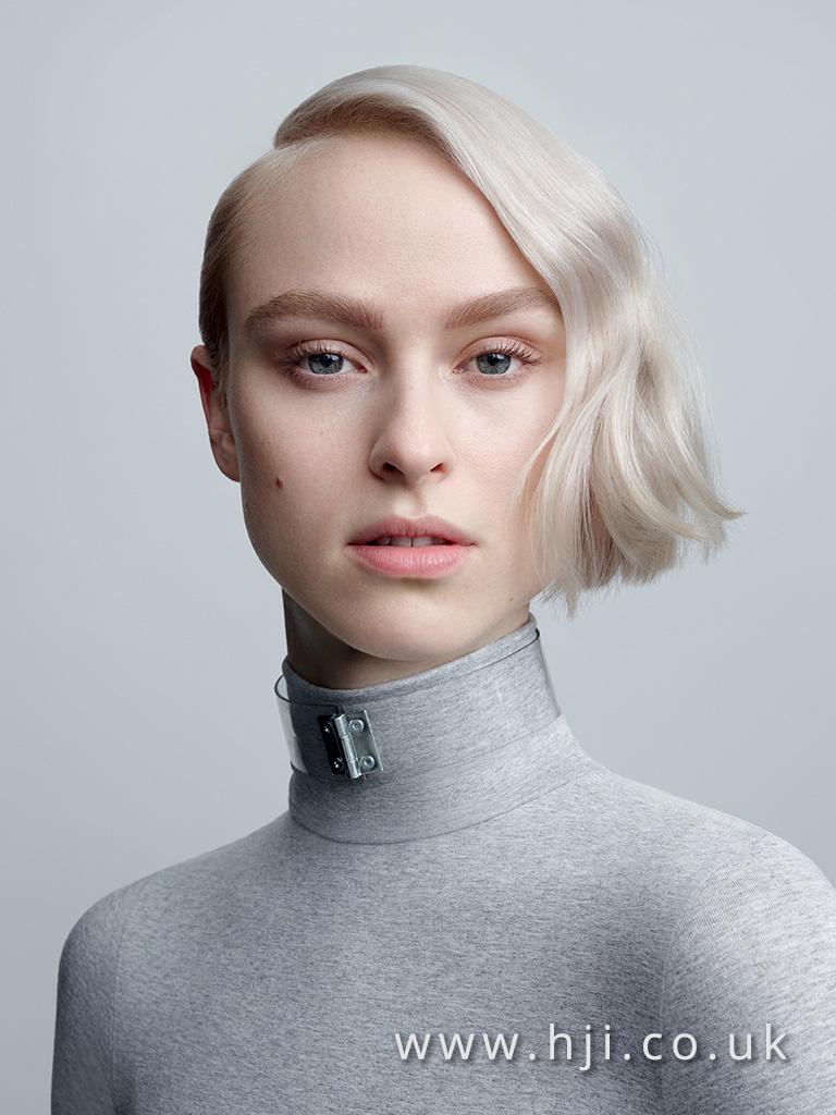 2017 short silver asymmetric wavy hairstyle