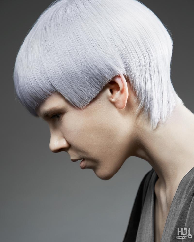 Geometric cut on  sleek hair