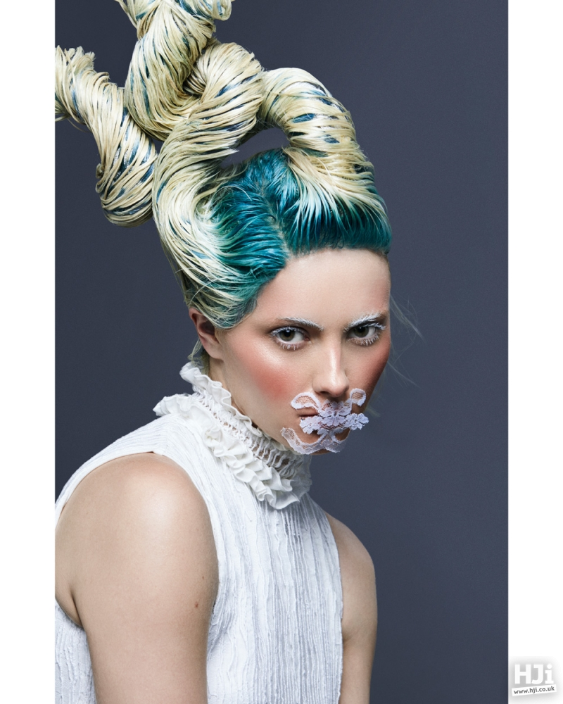 Contrasting roots and sculptural hair