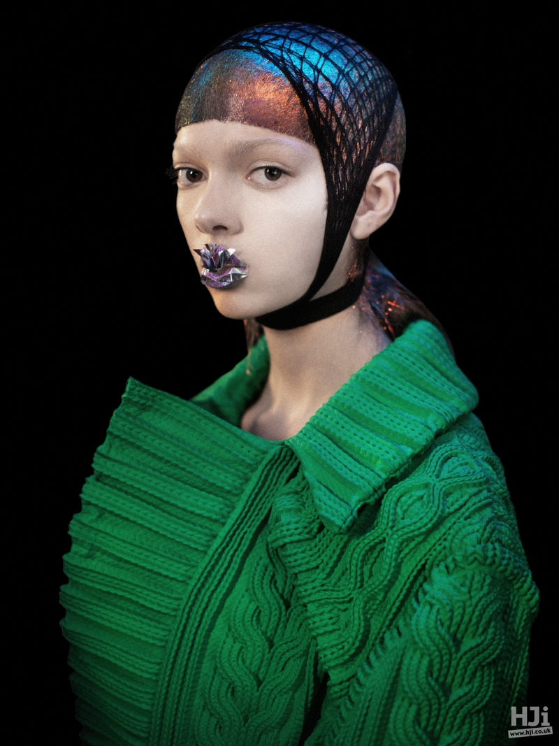 Netted accessory on creative colour
