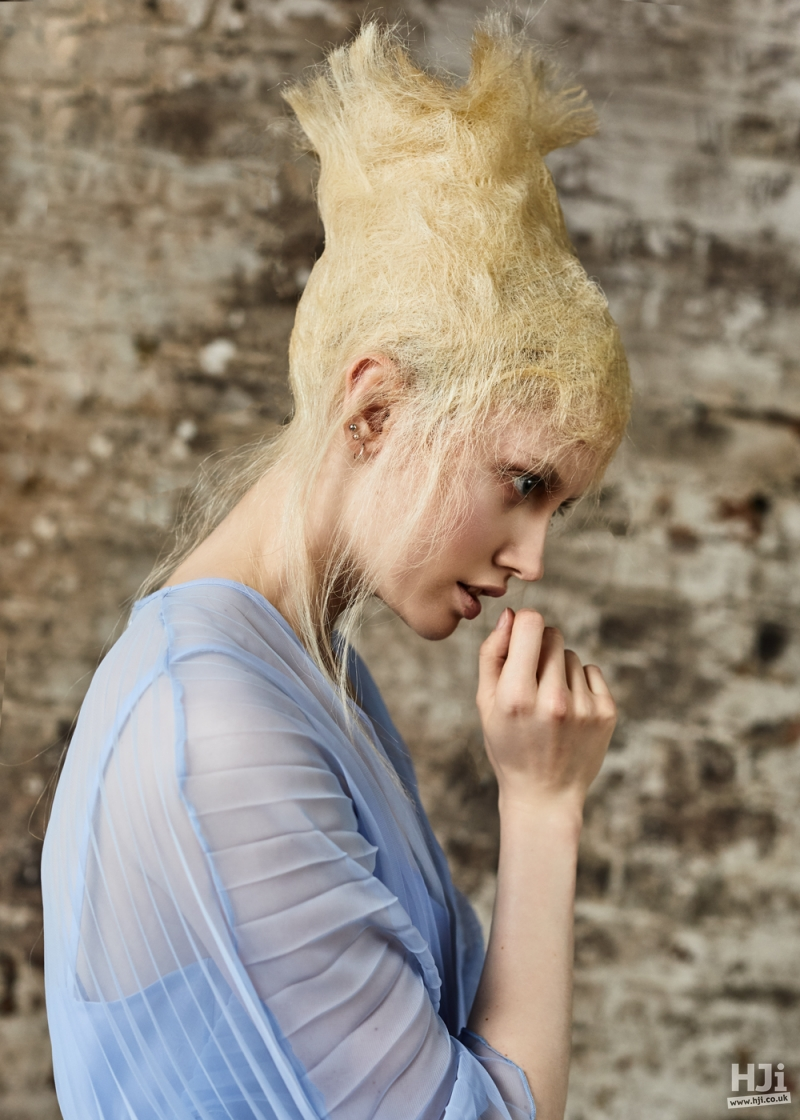 Avant garde matted-effect blonde style