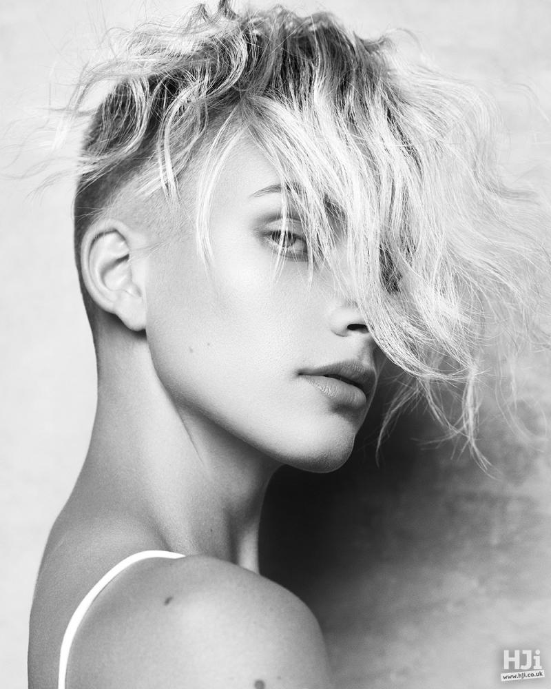 Wavy blonde fringe