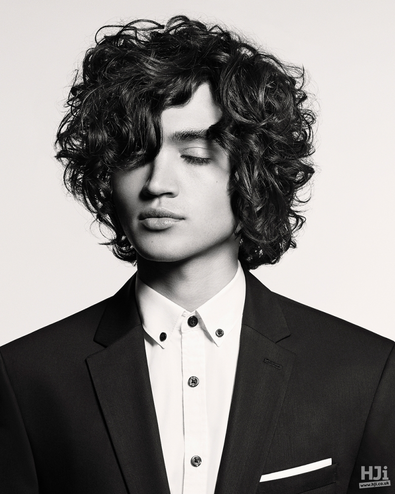 Natural curls with side parting