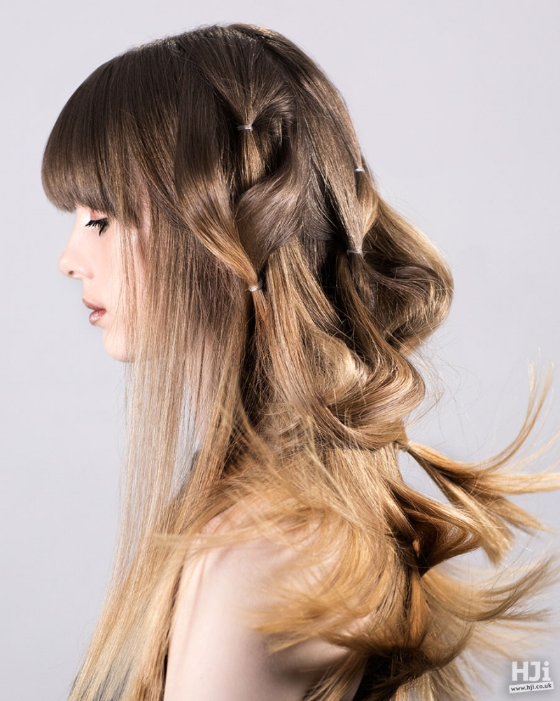 Straight light Brown hairstyle with highlights and short fringe