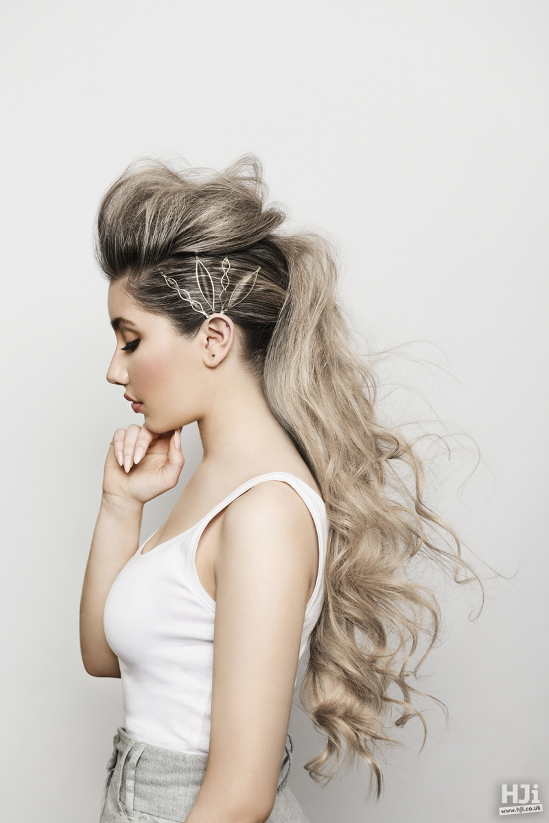 Low blonde ponytail with volume and curls