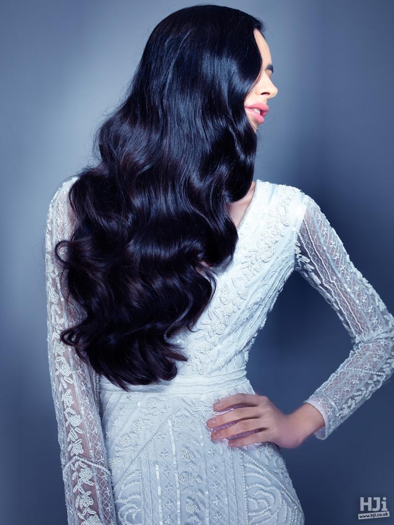 Black wavy mid-length hair