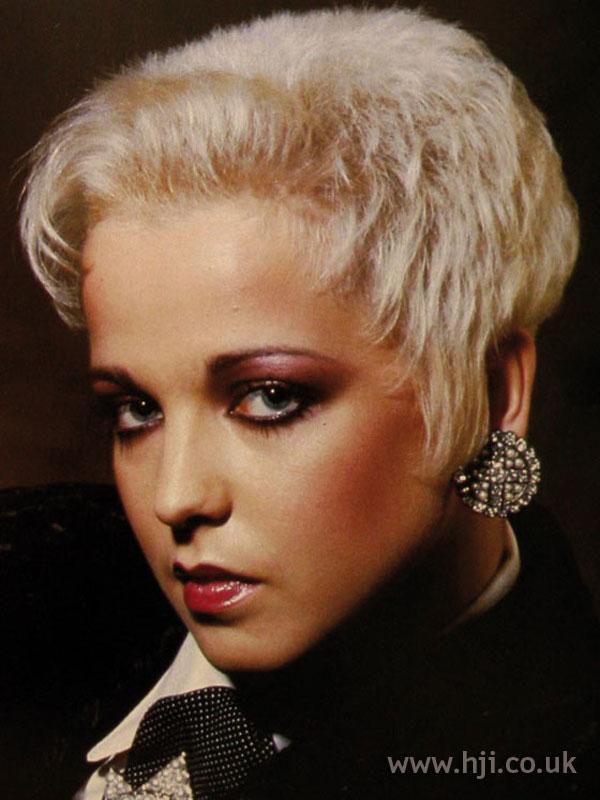 1986 Crop Blonde Hairstyle Hji