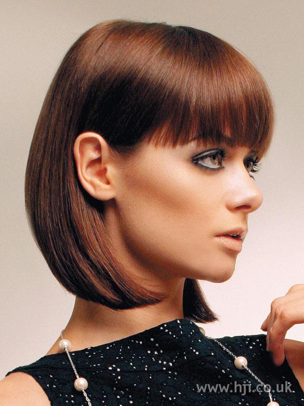 Прически с челкой на средние прямые волосы