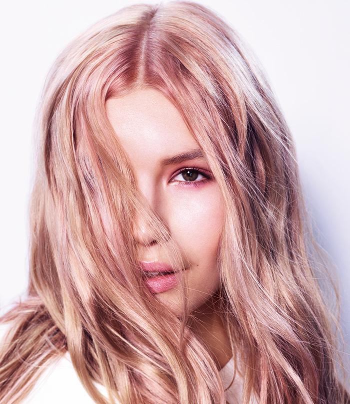 Schwarzkopf Professional BlondMe model