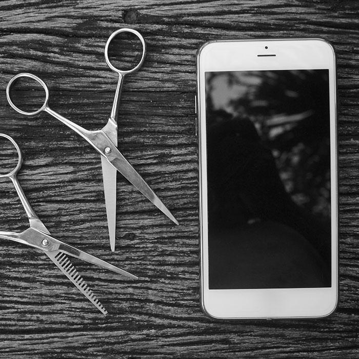 salon software phone and scissors